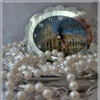 Часы двенадцать бьют... :: Нина Корешкова