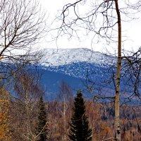 В горах уже зима. :: Сергей Бурнышев