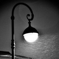 Одинокий фонарь.. :: Ольга Рязанова