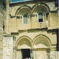 Вход в храм Гроба Гасподня в Иерусалиме. :: Елена