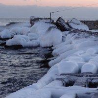 Бетонный берег под льдом. :: Андрeй Владимир-Молодой