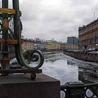 Было холодно и мокро, тени жались по углам... :: Alex Sash