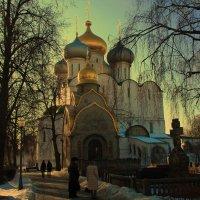 Вечерело в Новодевичем монастыре. :: Надежда Баликова