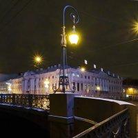 Зелёный мост в фиолетовом свете. :: Владимир Гилясев
