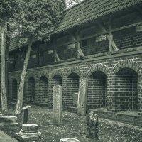 Замковый дворик :: Игорь Вишняков