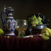 Натюрморт с виноградным соком :: Татьяна Карачкова