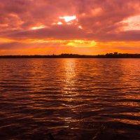 Закат на озере :: Екатерина Макарова