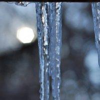 Замерзшая вода и холодное солнце :: Vladimir Beloglazov