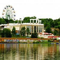 вид на центральный парк с Енисея :: Андрей Еськов