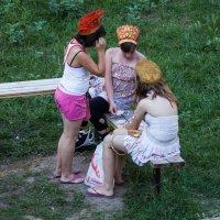Три девицы под окном, как то где то вечерком :: игорь щелкалин