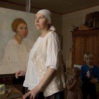 Портрет на фоне портрета :: Людмила Синицына