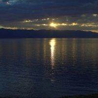 Рассвет на озере Севан :: M Marikfoto
