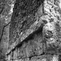 Когда-то неприступные стены... :: Дмитрий Перов