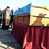 У Чернівцях поховали   Леоніда Петихачника, загиблого у зоні АТО :: Степан Карачко