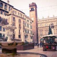 Башня Ламберти на площади Эбре в Вероне. :: Юлия