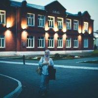 женщина в городе :: Jenya Istinova
