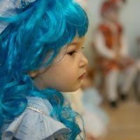 Девочка с голубыми волосами :: Юрий Никульников