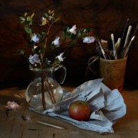 Одна отрада: кисти и бумага, и есть на ужин фрукты... :: Ирина Данилова