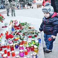 Запалені свічки памяті загилого актора А. Кузьменка :: Степан Карачко