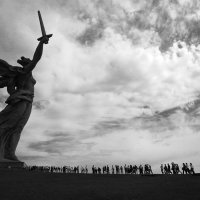 На Мамаевом кургане тишина :: Alexander Varykhanov