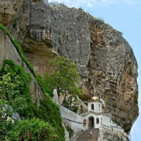 Свято-Успенский мужской монастырь,с кельями вырубленными в скале :: Виктор Заморков