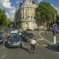 Проезжая по улицам Парижа :: leo yagonen