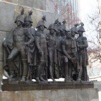 Фрагмент постамента  памятника  Кутузову  в Москве.. :: Galina Leskova