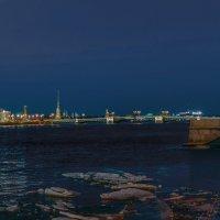 Вечерняя прогулка по набережной :: Valeriy Piterskiy