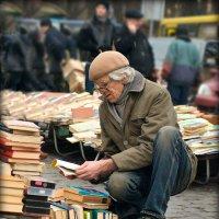 Среди книг... :: Юрий Гординский