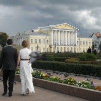 Рука в руке и во дворец, тут и сказке конец. :: Святец Вячеслав