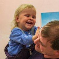 когда папа рядом тогда нечего и плакать... :: Людмила Мозер