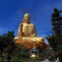 Сидящий Будда (Далат Вьетнам) :: Василий