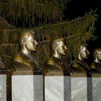 Герои наши в бронзе спят,но мы их любим,чтим и помним! :: A. SMIRNOV