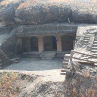 пещерный будиский монастырь Мумбаи. :: maikl falkon