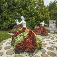 Цветочные барышни :: Gennadiy Karasev