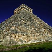 Пирамида Кукулькана :: Михаил Гусев