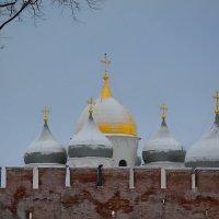 У древних стен Новгородского Кремля (этюд 6) :: Константин Жирнов