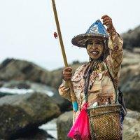 Тайская рыбачка :: Евгений Рудых
