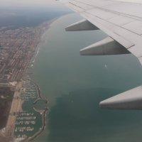 Под крылом самолета :: Любовь Бутакова