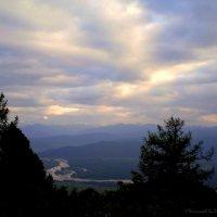 """""""Мой отец считал, что прогулка в горы равноценна посещению церкви"""". Олдос Хаксли :: @ fotovichka"""