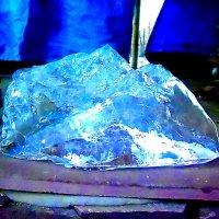 Случайный кусок льда, найденный в парке в субботний полдень. :: Дмитрий Аев