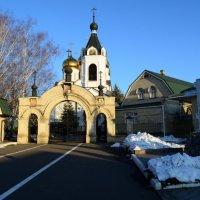 вход в монастырь :: ГАЛИНА ЧАЛОВА