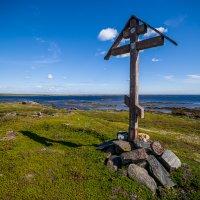 Поклонный крест в губе Глубокая :: Алексей Вуколов