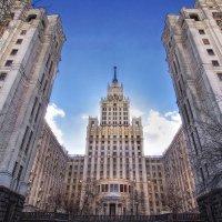 на красных воротах :: Константин Кокошкин