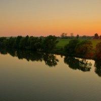 Река играет бликом золотым :: Борис Зверков