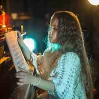 девочка и фортепиано :: игорь Букин