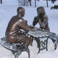 В Омске у Речного вокзала появилась новая скульптура влюбленным. :: Savayr
