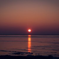Закат у замерзшего моря :: Катерина Свердлова