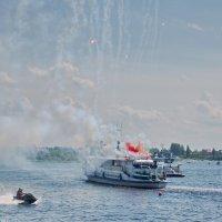 Салют на воде :: Валерий Талашов