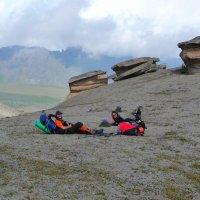Неземная красота на высоте 3000 м (г. Эльбрус). Горы, камни и колокольчики... :: Vladimir 070549